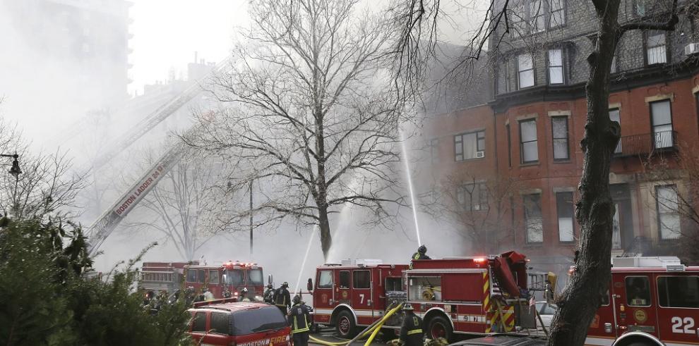 Dos muertos y 17 heridos dejó incendio en Boston
