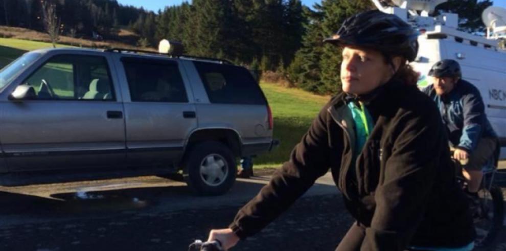 Nueva York podría prohibir muy pronto el uso del teléfono en bicicleta