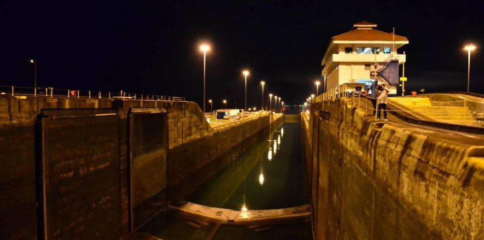 Primer barco en cruzar el Canal de Panamá en su cumpleaños número 100