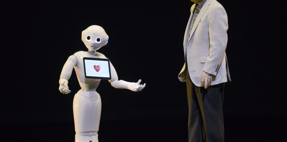 Empresa nipona usa robots en sus tiendas de telefonía