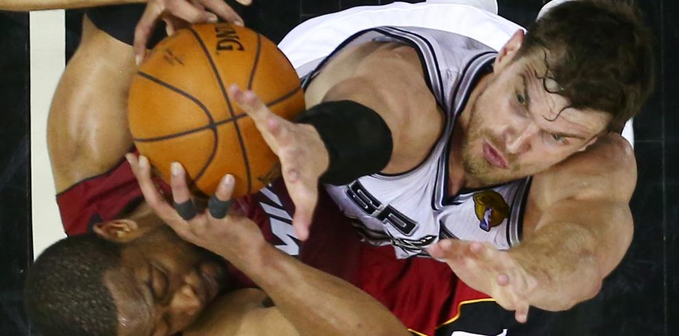 Spurs pegan primero en la final de la NBA