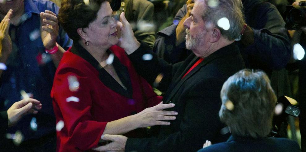 Crece apoyo a 'Lula' y Rousseff sigue a la baja