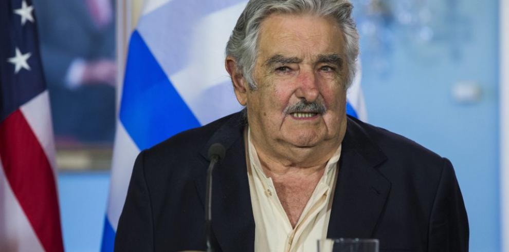 Mujica critica países que actúan como