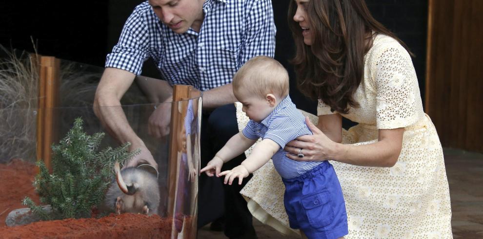 La Familia Real inglesa visita el zoológico de Australia