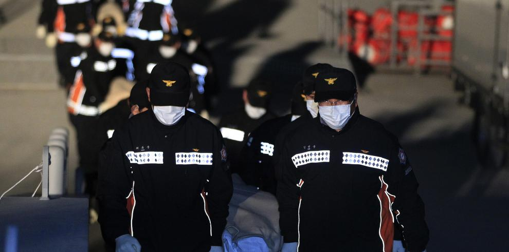 Demora en evacuación del ferry accidentado indigna a surcoreanos