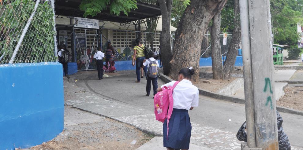 16 gremios docentes están en paro, según dirigente Yadira Pino