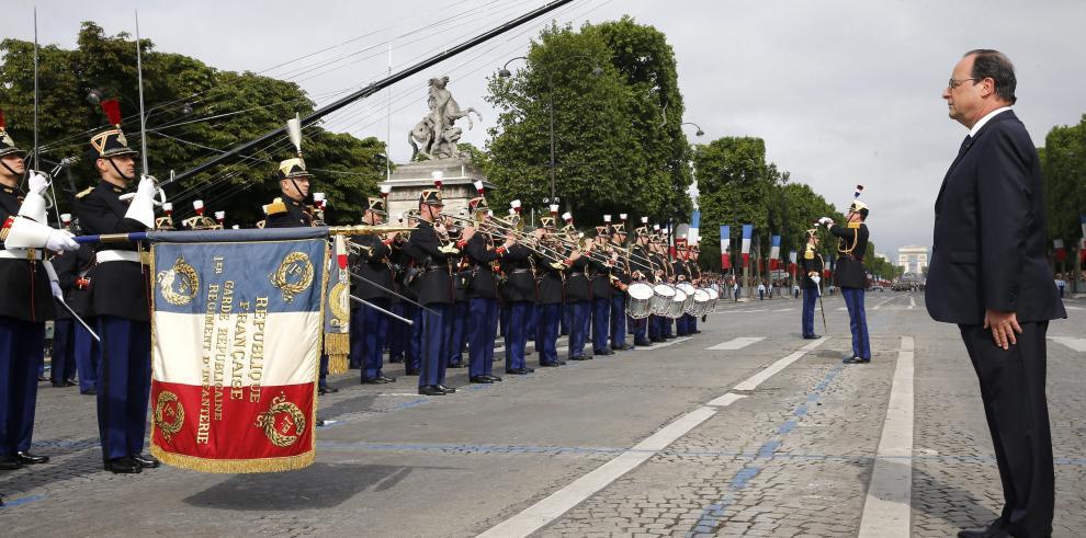 Francia conmemora la Gran Guerra en el desfile militar de su fiesta nacional