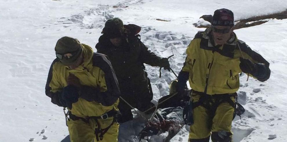 Tormenta y avalancha de nieve sepulta a excursionistas
