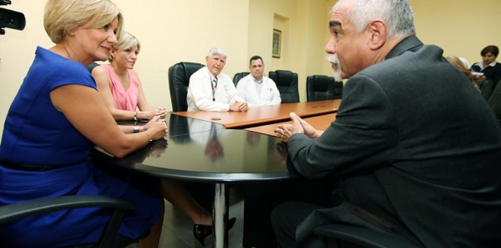 Primera Dama visita Hospital Santo Tomás