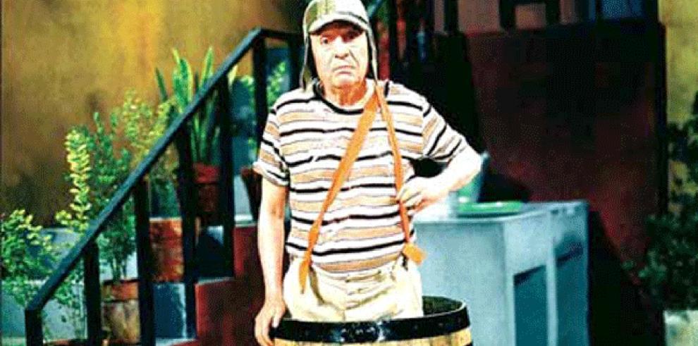 El comediante Chespirito está delicado pero estable, según sus familiares