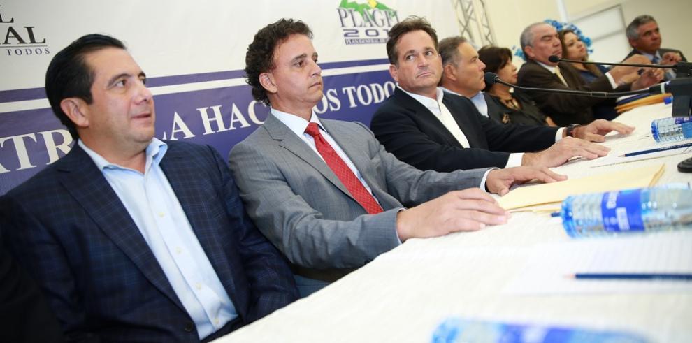 Candidatos se reúnen con observadores internacionales en el TE
