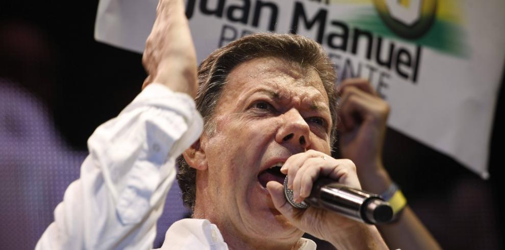 Santos no descarta que guerrillero extraditado pueda negociar en Cuba