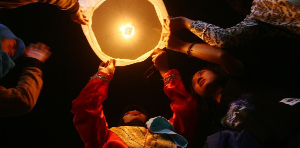 Durante 'La Hora del Planeta', se apagan las luces para reunir fondos