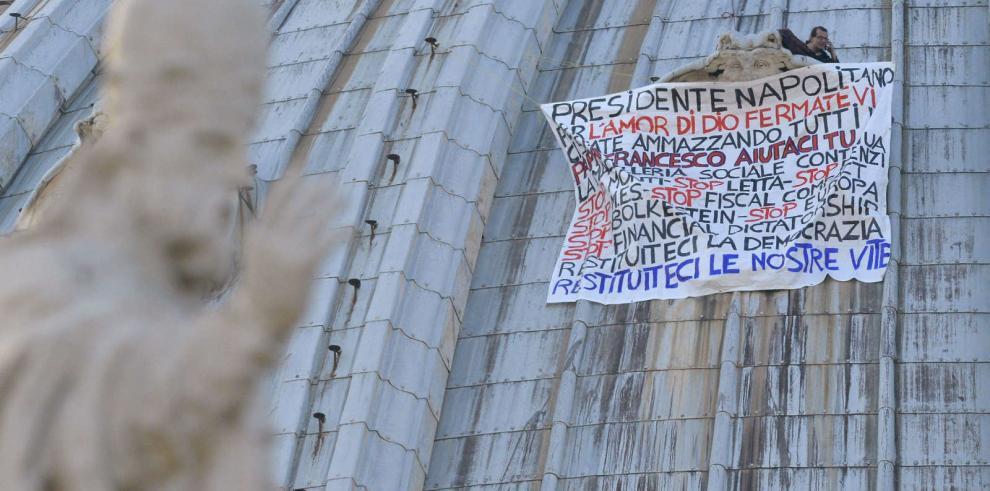 Empresario italiano se encarama de nuevo a la cúpula de San Pedro