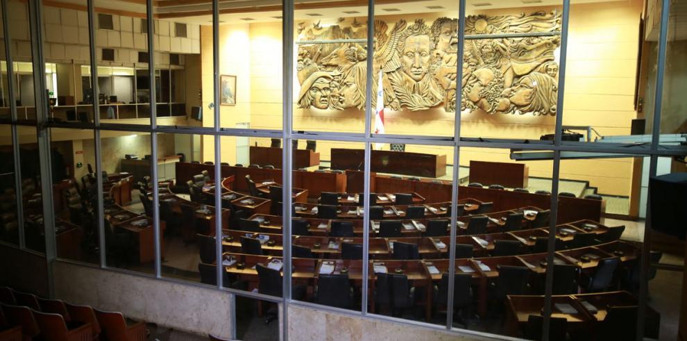 La falta de proyectos de ley interrumpe debate en el pleno