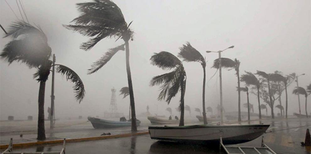 Huracán Amanda vuelve a categoría 3 mientras avanza por México