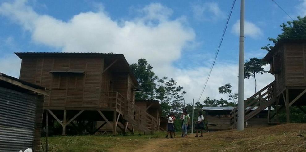 Gobierno entrega 90 viviendas en comarca Emberá Wounaan