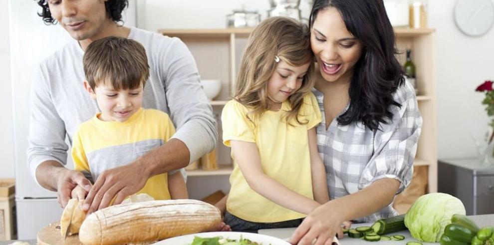 Alimentación bajo la guía de los padres