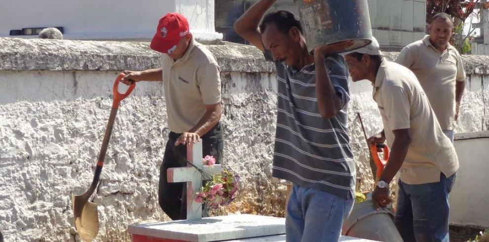 Limpian cementerio de La Chorrera