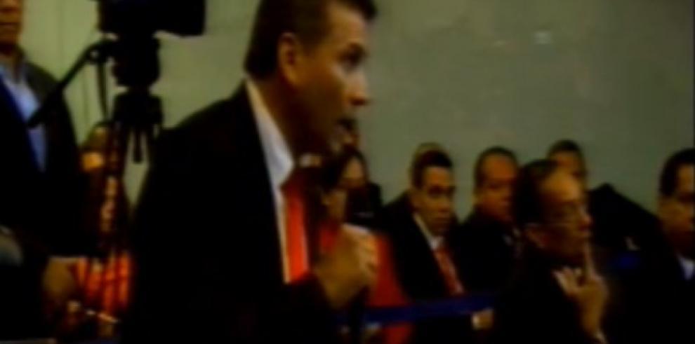 Moncada Luna se presenta ante Comisión de Garantía para comparecer