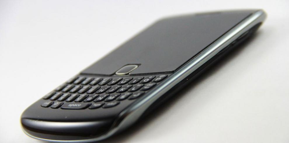 Acciones de BlackBerry cierran al alza tras rumores de compra por Lenovo