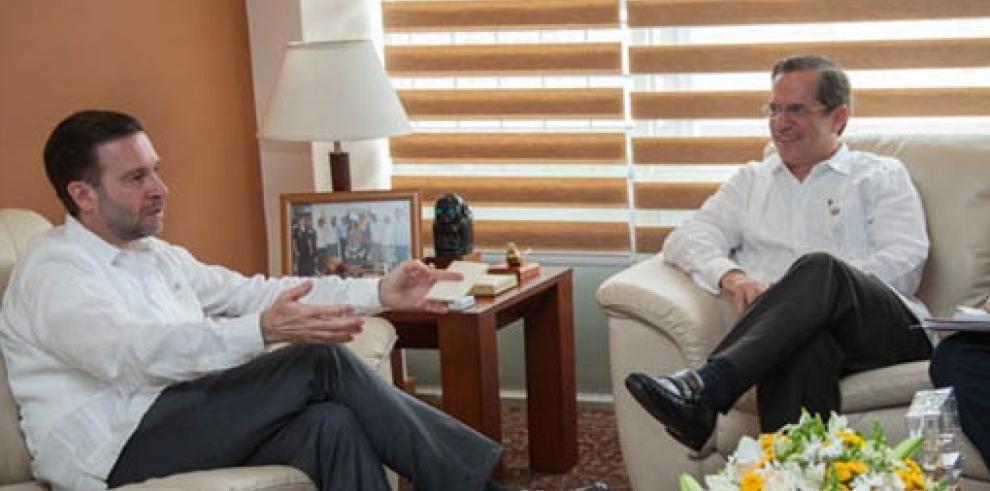 Cancilleres de Ecuador y Panamá se reúnen en privado