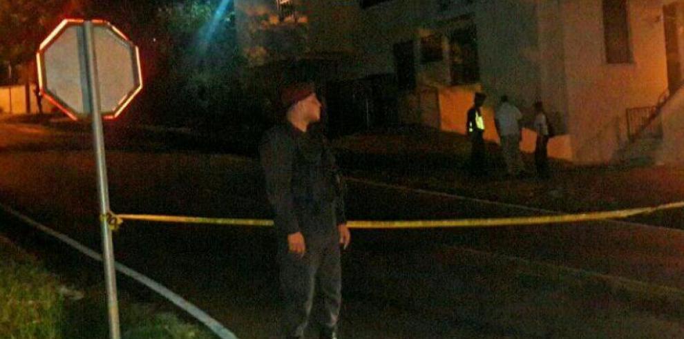 Detienen otra persona por el tiroteo frente a la casa de Moscoso