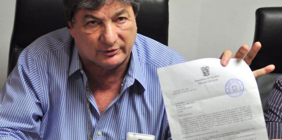 Acusan a González R. de malversar $1 millón