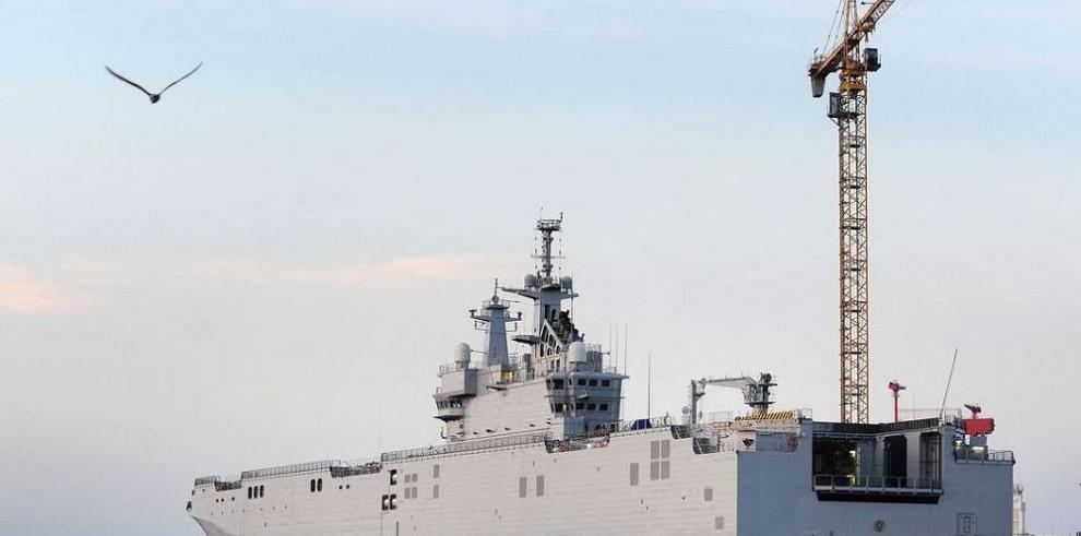 Francia retrasa entrega de buque