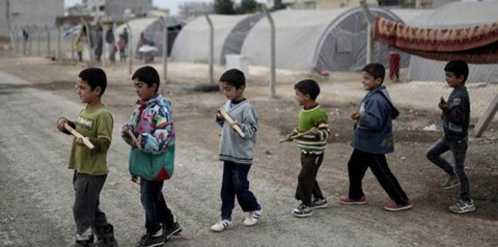 Niños sirios protestan en Homs con motivo de Halloween