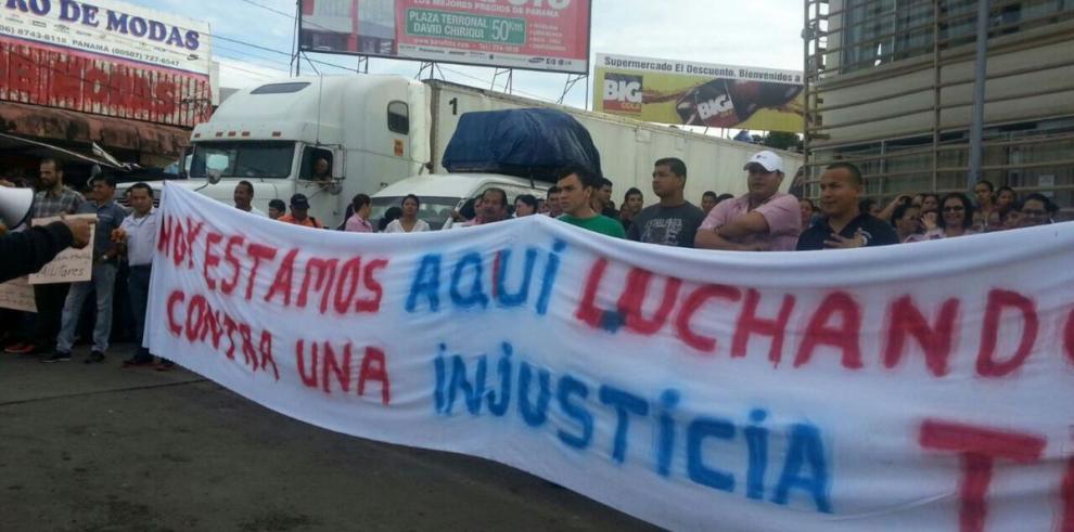 Ticos y panameños protestan en frontera