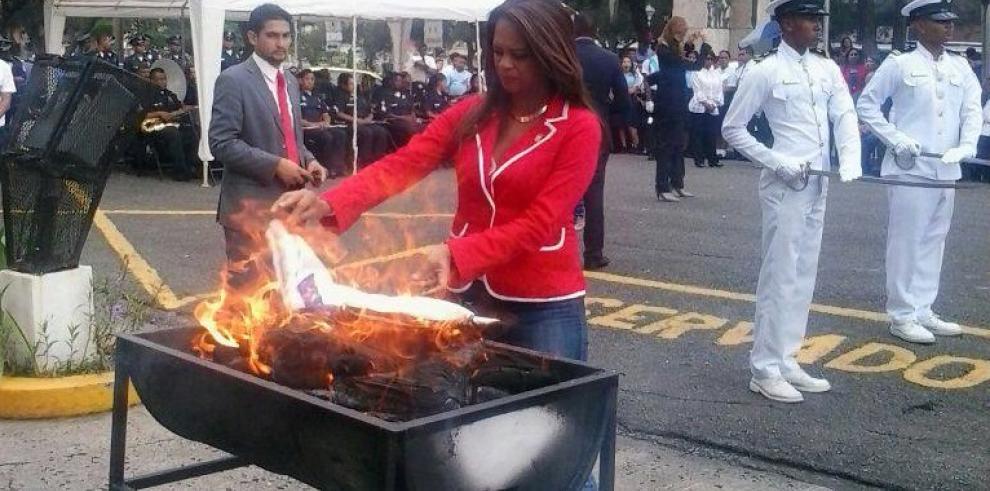 Gobernación realizó la cremación de 800 banderas en desusos