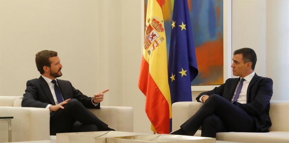 Pedro Sanchez, presidente espala y Pablo Casado, líder del PP