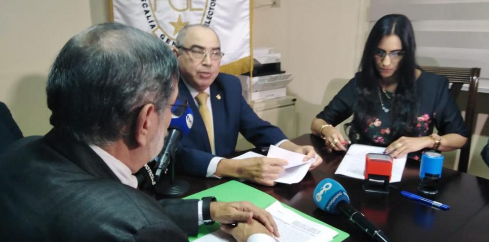 El Tribunal Electoral (TE) presentó, este martes 29 de octubre, ante las autoridades de la Fiscalía General Electoral (FGE)