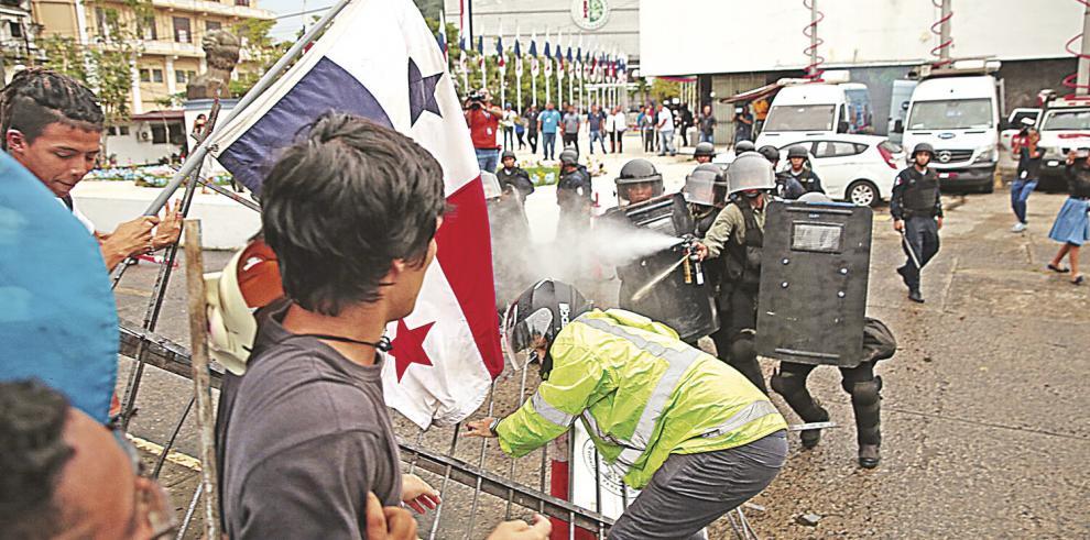 Enfrentamiento_en_la_Asamblea_por_reformas-0