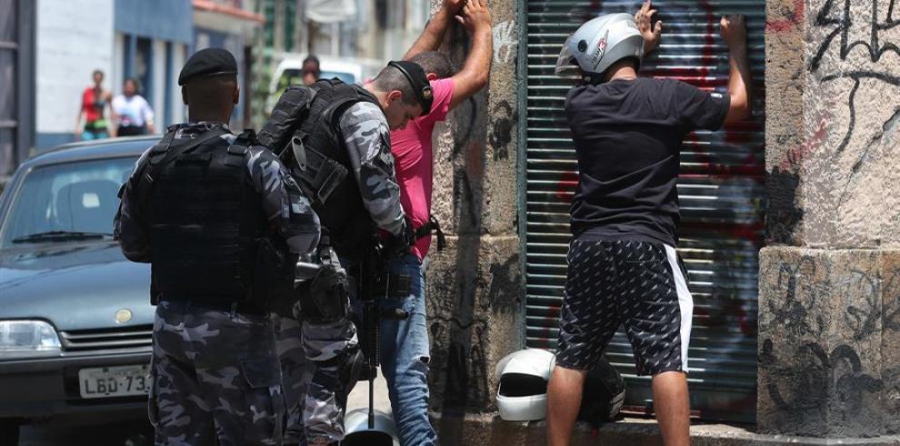 Agentes del Comando de Operaciones de la policía realizan un operativo en Río de Janeiro (Brasil), el pasado mes de febrero