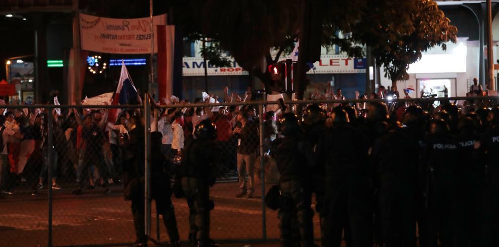 Protestas en contra de las cambios a la Constitución.
