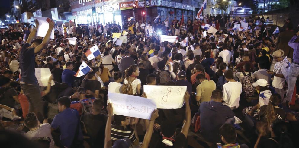 Continuan_las_protestas__no_a_las_reformas_constitucionales-0