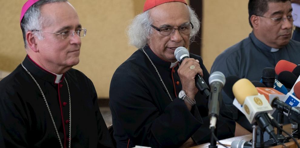 n la imagen, el cardenal Leopoldo Brenes (c), arzobispo de Managua y presidente de la Conferencia Episcopal de Nicaragua, y el obispo auxiliar de la archidiócesis de Managua, Silvio Báez.