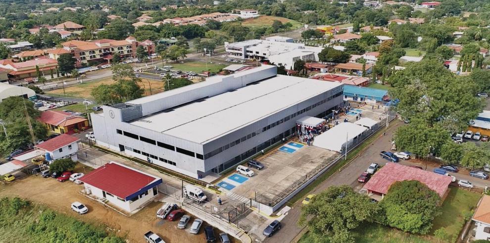 Cortizo_entrega_las_nuevas_instalaciones_de_la_policlinica_del_distrito_de_Chitre-0