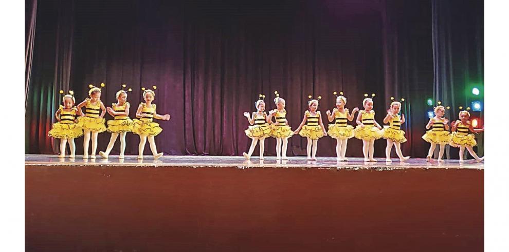 Escuela_de_Danza_se_presenta_en_el_Teatro_Balboa-0
