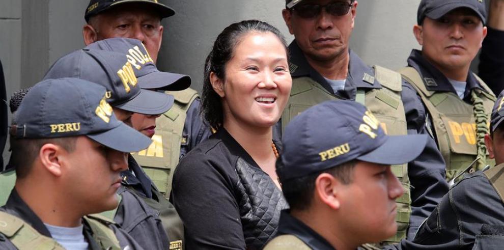 Keiko Fujimori (c), principal líder de la oposición en Perú.