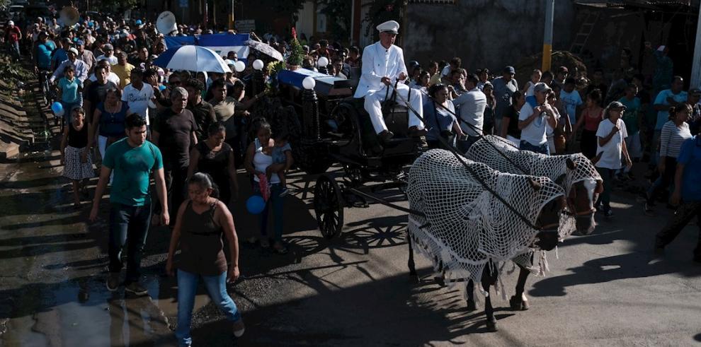 Decenas de personas acompañan el féretro del opositor José Isaías Ugarte López, alias