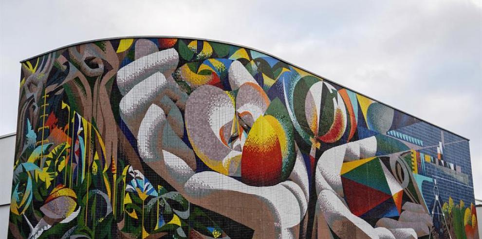 La ciudad alemana de Erfurt celebra el retorno de su mural de Josep Renau