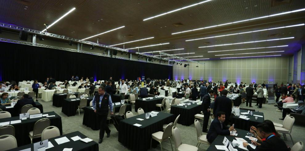 Vista general de la sala con los empresarios presentes en la undécima edición de la cumbre de negocios China-América Latina y el Caribe (China-LAC).