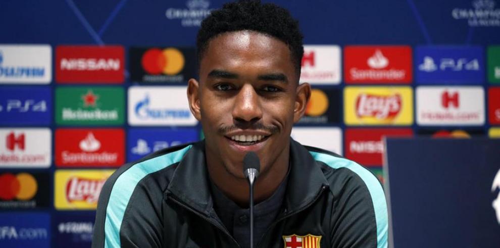 El jugador del FC Barcelona Junior Firpo durante la rueda de prensa en el estadio Giuseppe Meazza de Milan