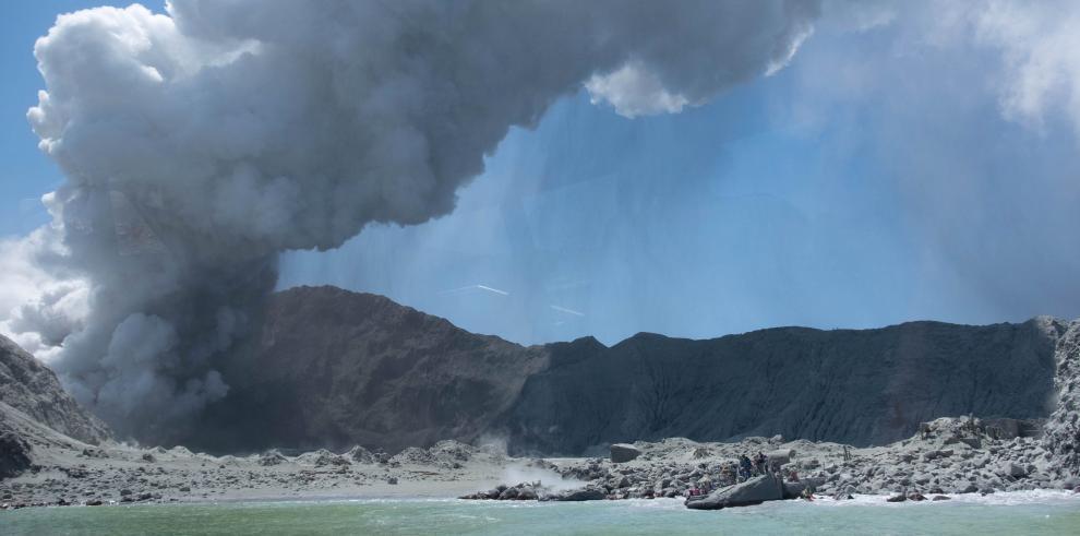 Nueva Zelanda abre una investigación por las muertes tras la erupción del volcán.