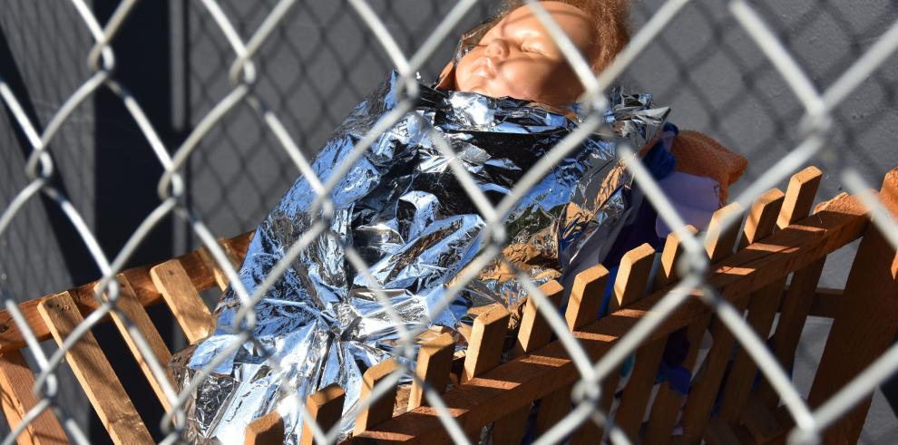 El nacimiento en el que Jesús, María y José están en jaulas separadas