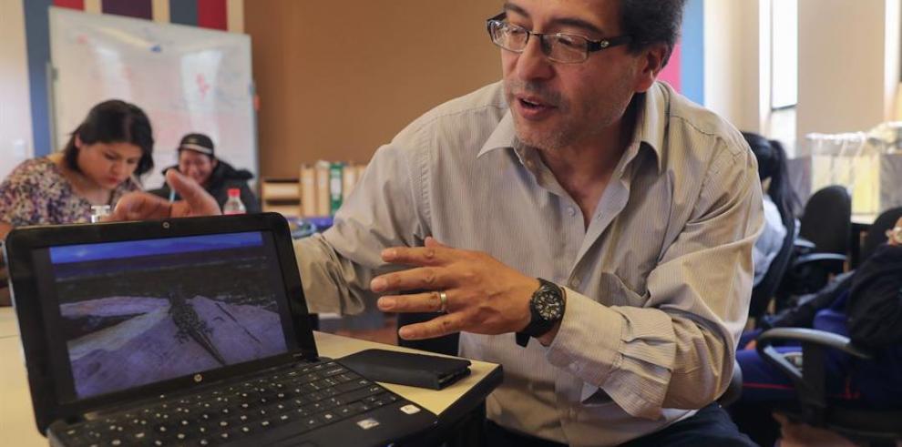 El biólogo boliviano James Aparicio, uno de los investigadores de la pequeña lagartija bautizada como Liolaemus Tajzara