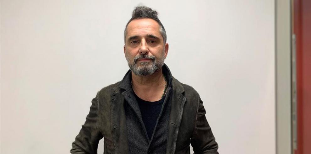 El cantante uruguayo Jorge Drexler posa, este jueves en Tel Aviv, durante una entrevista con la Agencia EFE